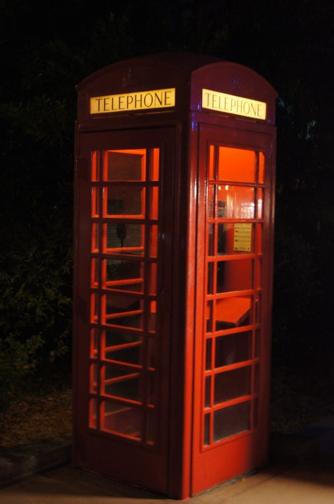 EPCOT ENGLAND PHONE BOOTH