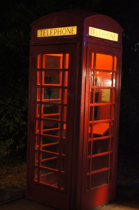 EPCOT ENGLAND PHONE BOOTH 2